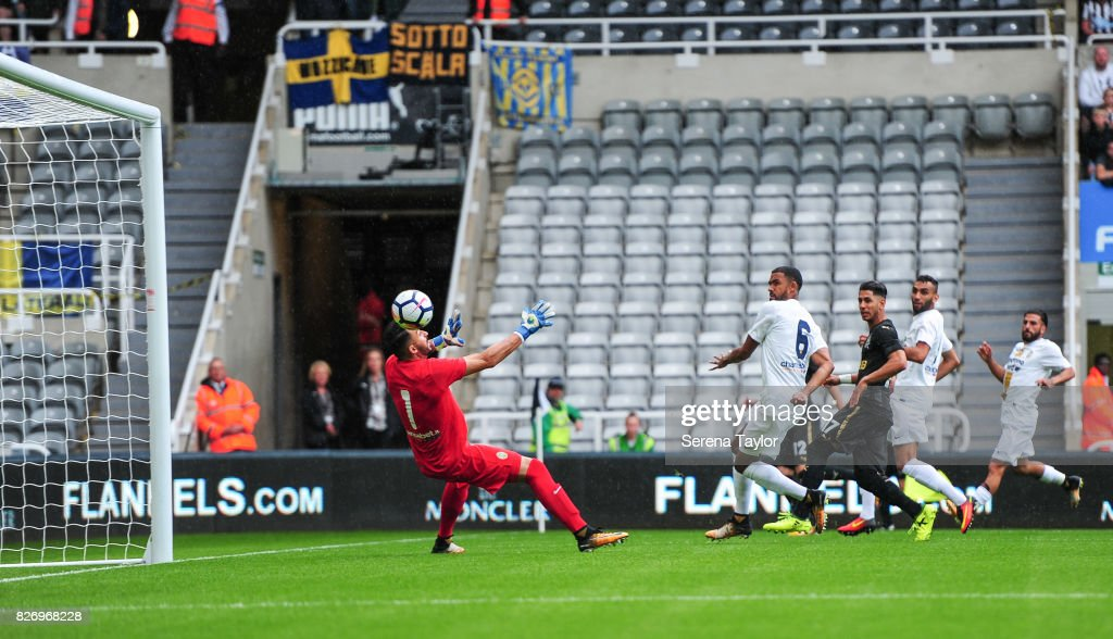 Ayoze Perez of Newcastle United (17) scores the opening goal past Hellas Verona Goalkeeper Nicholas (1) during the Pre Season Friendly match between Newcastle United and Hellas Verona at St.James' Park on August 6, 2017, in Newcastle upon Tyne, England.