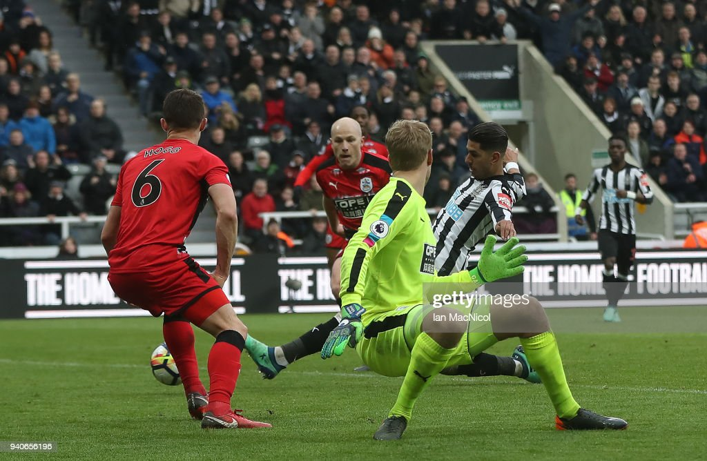 Ayoze Perze of Newcastle United scores the only goal of the game during the Premier League match between Newcastle United and Huddersfield Town at St. James Park on March 31, 2018 in Newcastle upon Tyne, England.