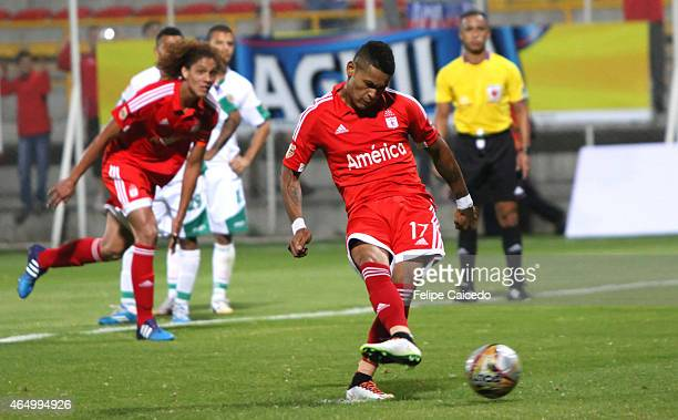 Ayron del Valle of America de Cali kicks the ball from the penalty spot to score the third goal of his team against Valledupar FC during a match...