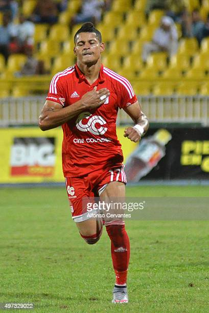 Ayron Del Valle of América de Cali celebrates after scoring the opening goal during a match between Real Cartagena and America de Cali as part of...