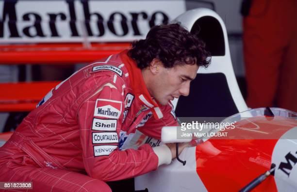 Ayrton Senna avec sa Marlboro McLaren lors du Grand Prix automobile d'Afrique du Sud sur le circuit de Kyalami le 14 mars 1993