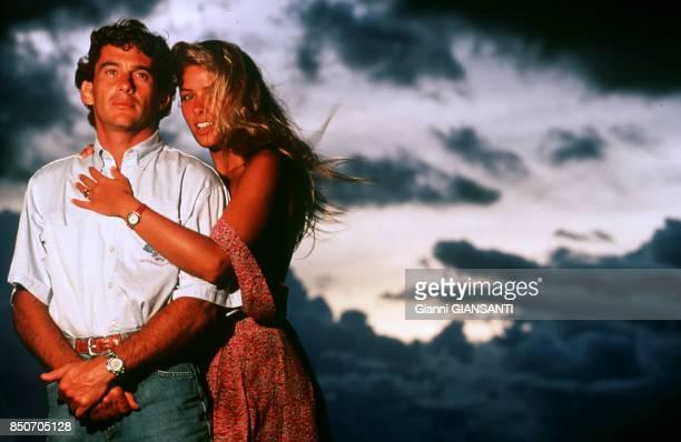 Ayrton Senna et sa compagne Adriane Galisteu en vacances à Tatui au Brésil le 15 février 1994.