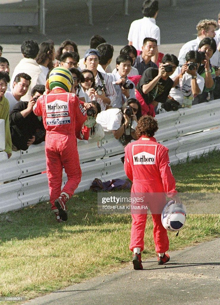 Ayrton Senna of Brazil (L) and Alain Pro : News Photo
