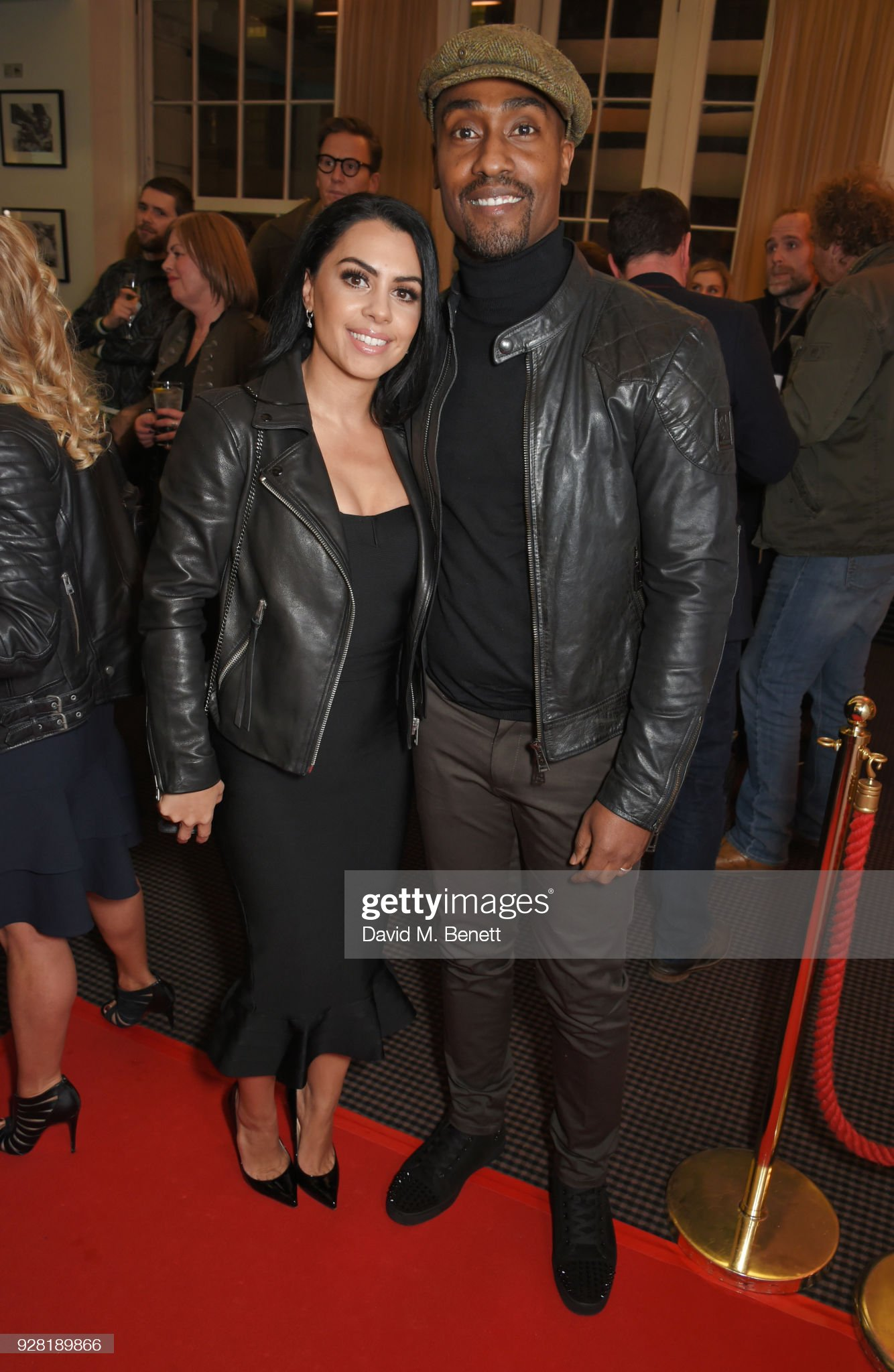 ¿Cuánto mide Ayshen Kemal? - Altura - Real height Ayshen-kemal-and-simon-webbe-attend-the-launch-of-intertalent-rights-picture-id928189866?s=2048x2048