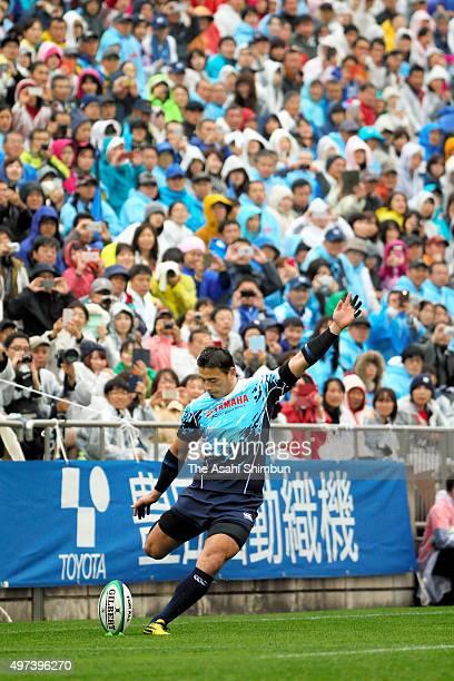 Ayumu Goromaru of Jubilo Yamaha kicks the ball during the Rugby Top League match between Toyota Motor Verblitz and Yamaha Motor Jubilo at Paloma...