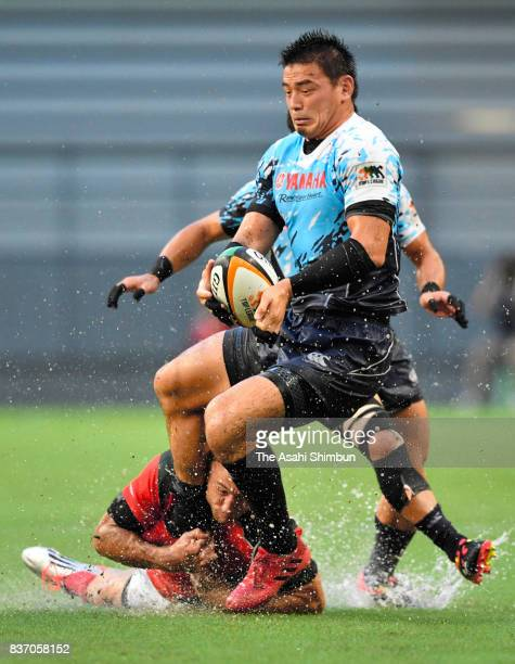Ayumu Goromaru of Yamaha Jubilo is tackled during the Rugby Top League match between Toyota Verblitz and Yamaha Jubilo at Toyota Stadium on August 18...