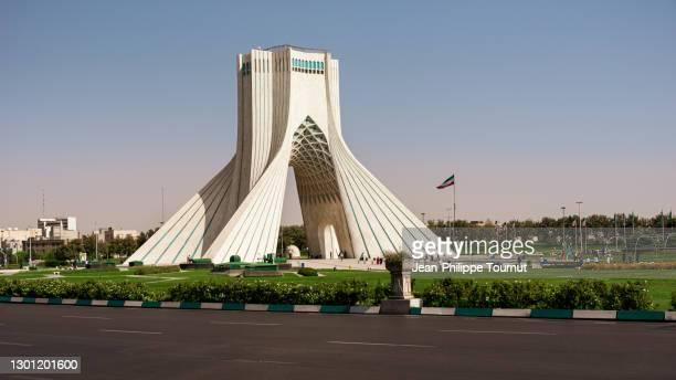 azadi tower - freedom monument and symbol of tehran in azadi square, tehran, iran - porta cittadina foto e immagini stock