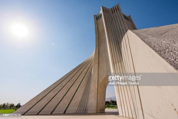 azadi tower - freedom monument in tehran, iran - porta cittadina foto e immagini stock