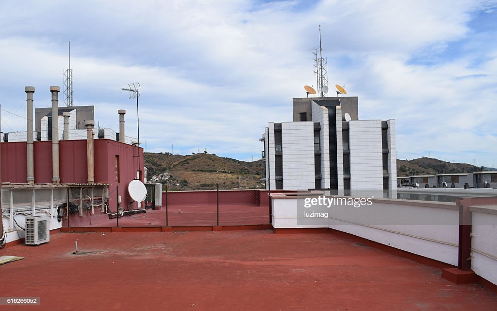 azoteas, terrazas, terrados, edificios, antenas, tejados, solarium, parabolicas, chimeneas, : Stock Photo