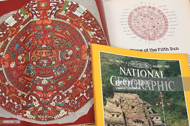 azteca calendario de national geographic: revistas - calendario azteca fotografías e imágenes de stock