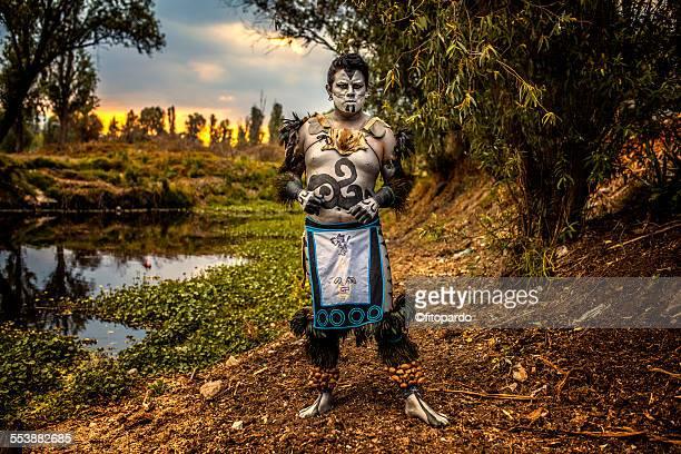 aztec man (real aztec) from mixquic in xochimilco - astecas imagens e fotografias de stock