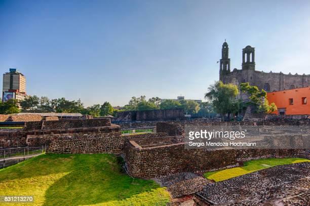 aztec temple ruins in tlatelolco - mexico city, mexico - astecas imagens e fotografias de stock