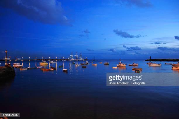 azul. - arrecife stock photos and pictures