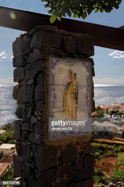 Azulejo Muttergottes als Himmelkönigin mit Jesuskind auf dem Arm Jardim do Mar Atlantischer Ozean Madeira Portugal