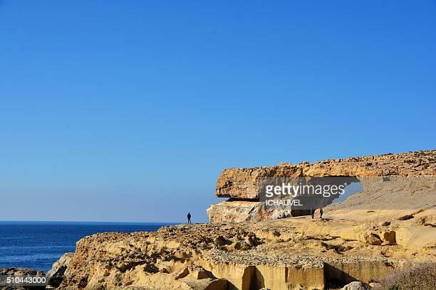 azur window gozo malta - dwejra stock-fotos und bilder