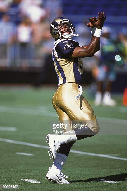 AzZahirHakim of the St Louis Rams looks to makes a catch during a NFL football game against the Philadelphia Eagles on September 7 2001 at Veterans...
