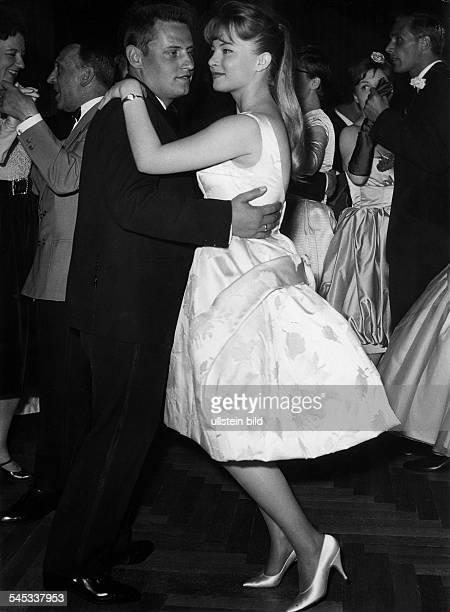 Baal, Karin *-Schauspielerin, D- mit ihrem Mann Kalle Gaffkus beimTanzen- 1961