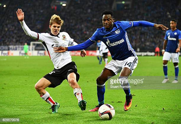 Baba Rahman of Schalke holds off Vincent Koziello of Nice during the UEFA Europa League Group I match between FC Schalke 04 and OGC Nice at...