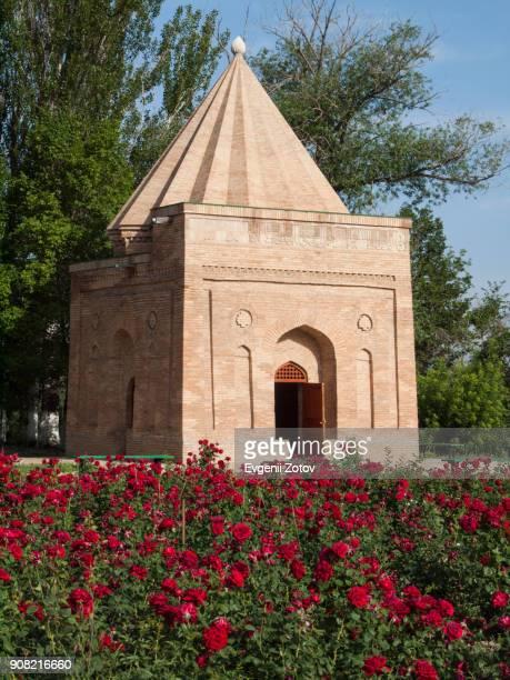 babazhi khatun mausoleum with red roses flowers on foreground. taraz, kazakhstan - mausoleum stock-fotos und bilder