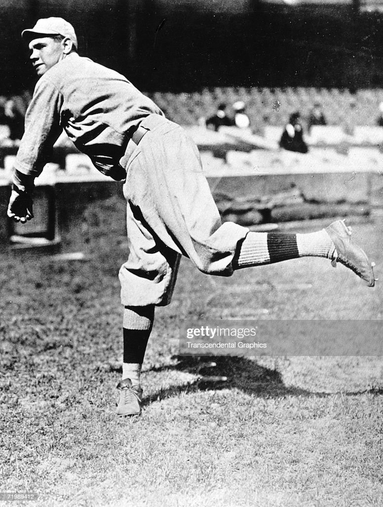 Babe Ruth Pitching : News Photo