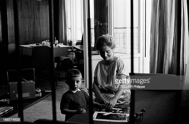 Babette Lagaillarde Mrs Pierre Lagaillarde And Their Son In Spain En Espagne portrait en intérieur dans une pièce équipée de barreaux de Babette...