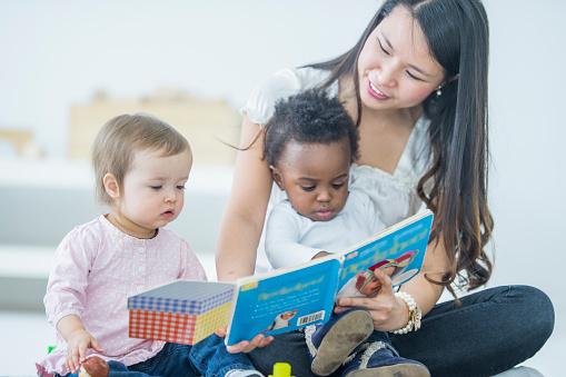 Babies Reading 803513414