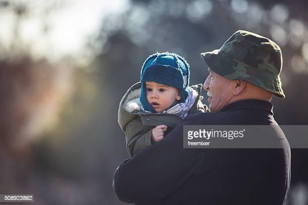 Baby und Opa