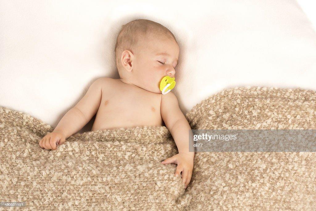 Menino de criança Dormir : Foto de stock
