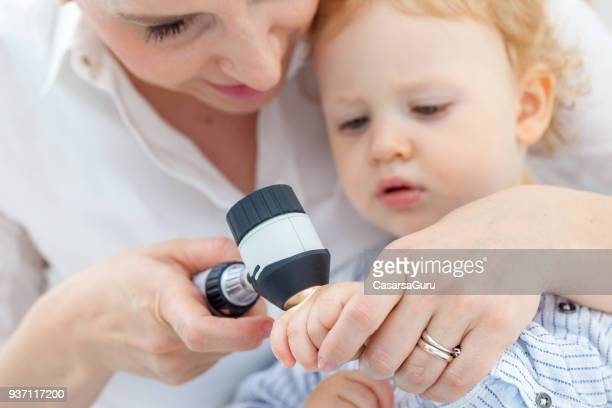 baby boy at dermatologist for mole check-up - cancer de pele imagens e fotografias de stock