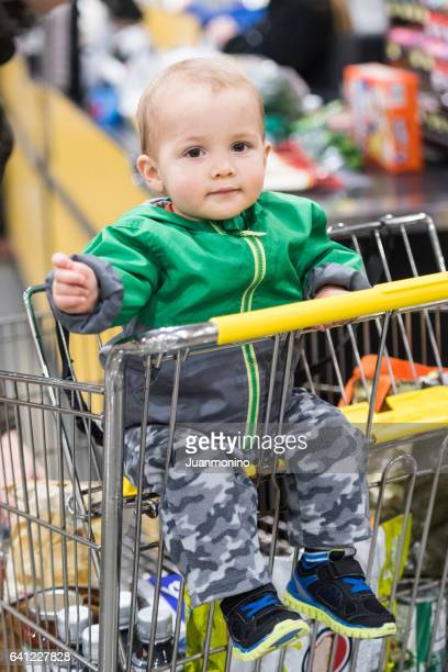 スーパーで男の子の赤ちゃん