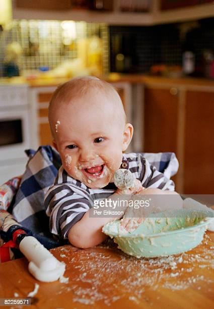 a baby boy eating. - ポリッジ ストックフォトと画像