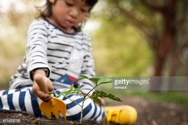 Baby boy jardinería