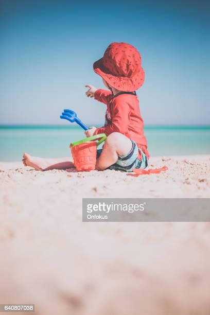 Baby Boy spielen am tropischen Strand, Cayo Coco, Kuba
