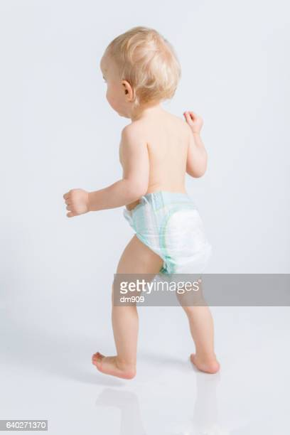 baby boy walking - diaper girl photos et images de collection