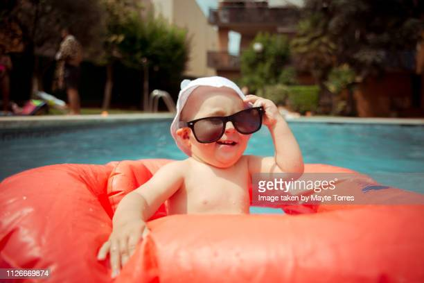 baby boy wearing sunglasses at the pool - zakenman stock pictures, royalty-free photos & images