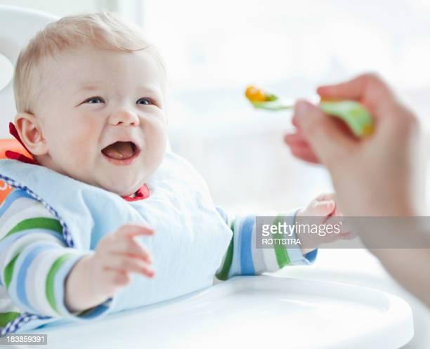 Bebé comer