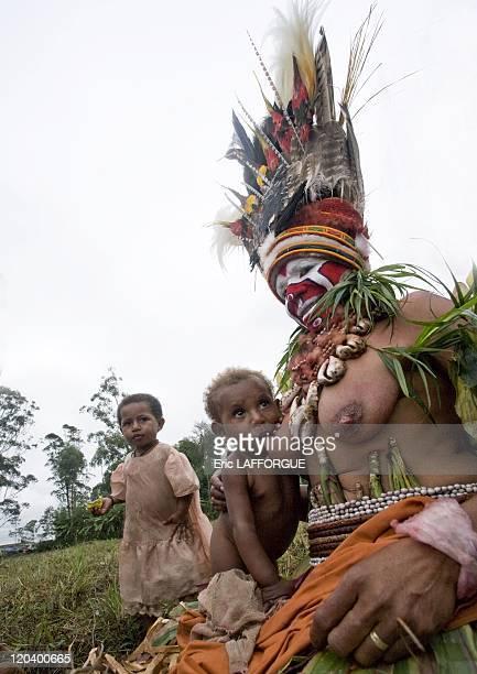 Baby feeding in Mount Hagen in Papua New Guinea