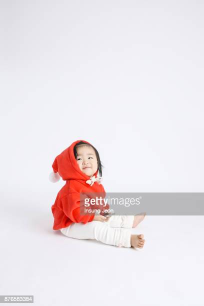 Baby girl (12-23 months) sitting on floor