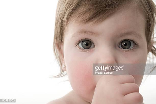 Bébé fille Sucer son pouce