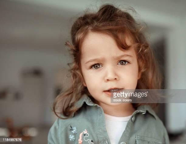 bambina con un atteggiamento! - chiedere foto e immagini stock