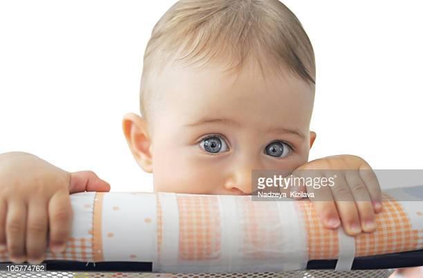 bebê ocultar no parque para bebé - human body part imagens e fotografias de stock