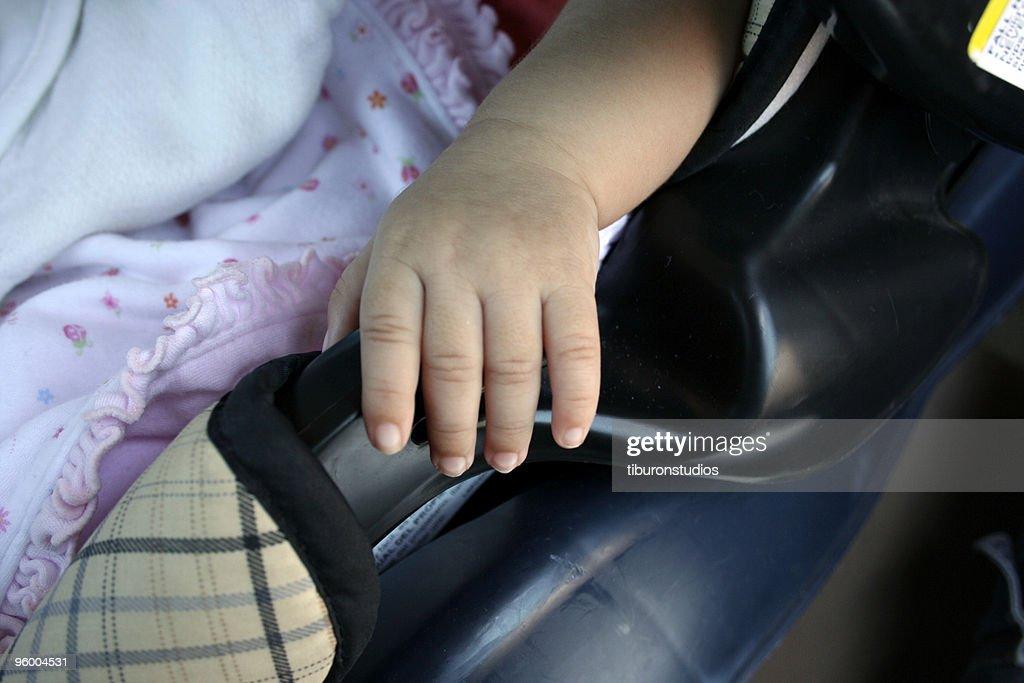 Baby im Autositz : Stock-Foto