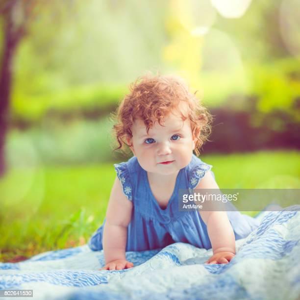 Baby in park in de zomer