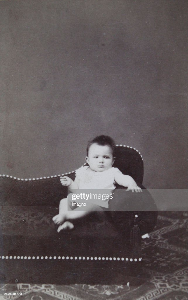Baby In White Nightie On An Ottoman About 1900 Carte De Visite