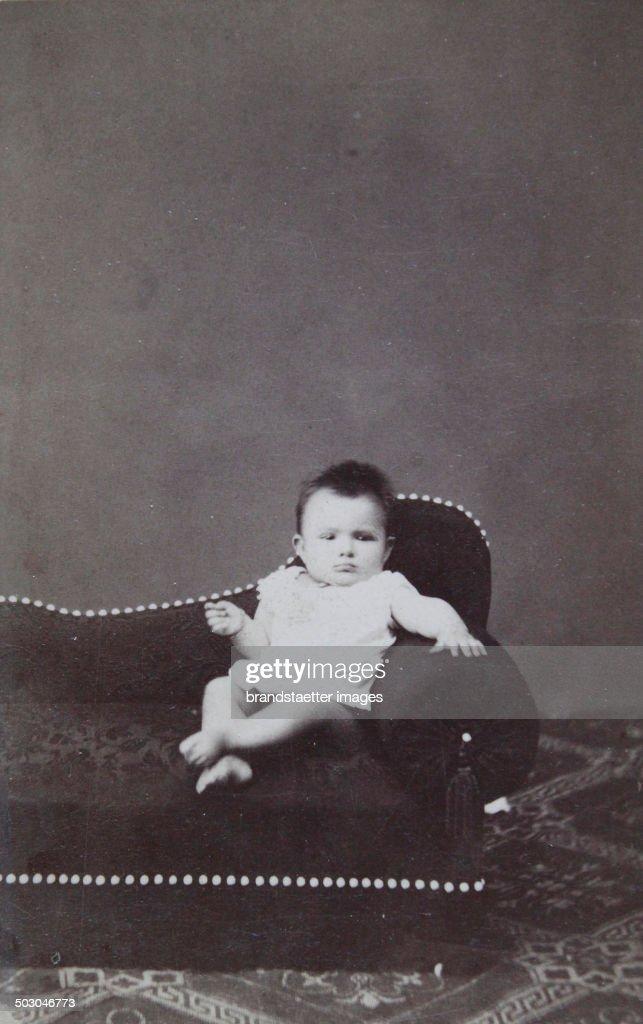 Baby In White Nightie On An Ottoman About 1900 Carte De