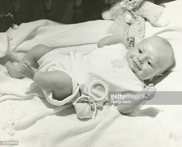 baby (0-3months) laying on white blanket, (b&w) - 0 1 months stock pictures, royalty-free photos & images
