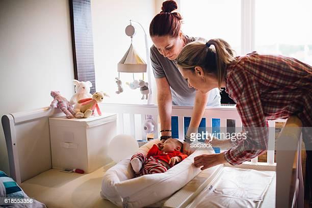 baby naptime - lesbica fotografías e imágenes de stock