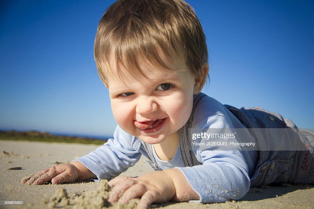 Baby playing on the beach : Photo