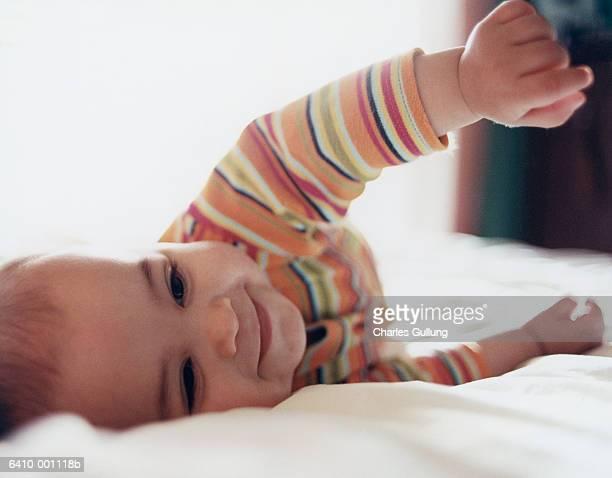 baby rolling over - de rola imagens e fotografias de stock