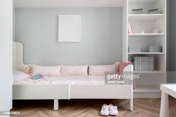 baby room - niñez fotografías e imágenes de stock